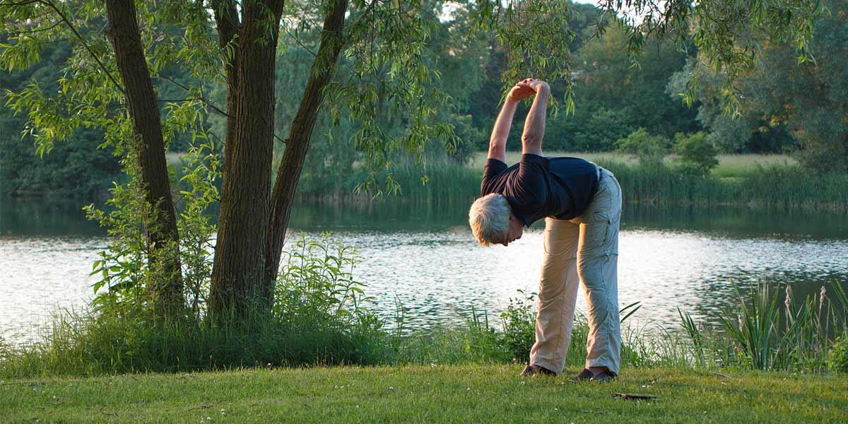 Le yoga, un sport pour senior relaxant